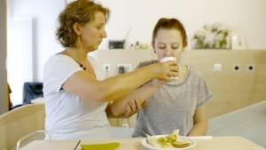6-Altenpflege-Essen-Basale-Stimulation-Startbild
